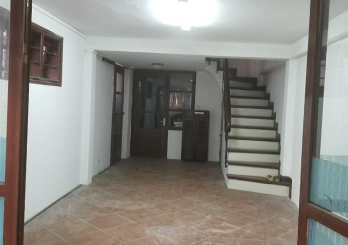 Cần bán gấp nhà cũ ở Dương Quảng Hàm DT 39m2 Nhà đẹp lô góc.