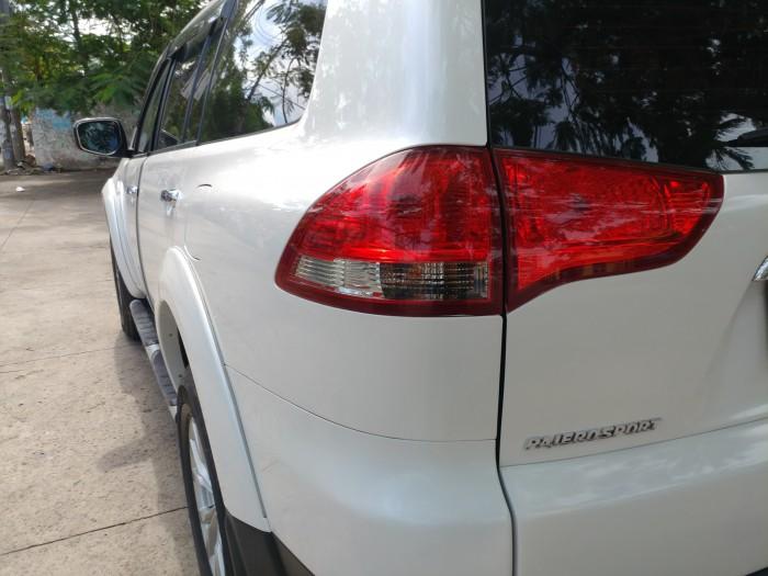 Bán Mitsubishi PaJero Sport 2016 số sàn máy dầu màu trắng Ngọc Trinh