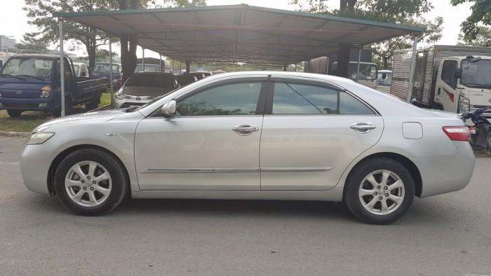 Toyota Camry GL 2.4 màu bạc xe nhập khẩu