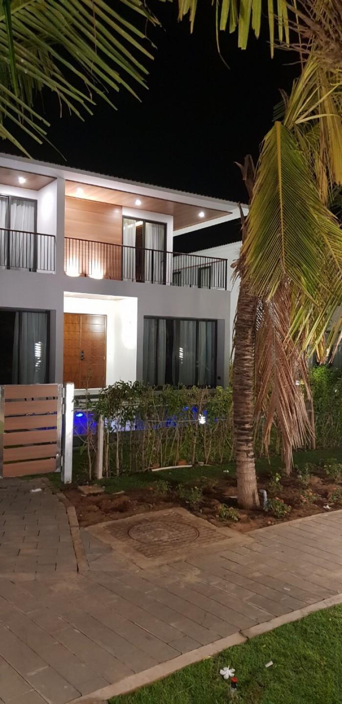 Biệt thự 2 lầu, 3 phòng  ngủ, hồ bơi, sân vườn, cạnh biển 100m, 1 căn duy nhất