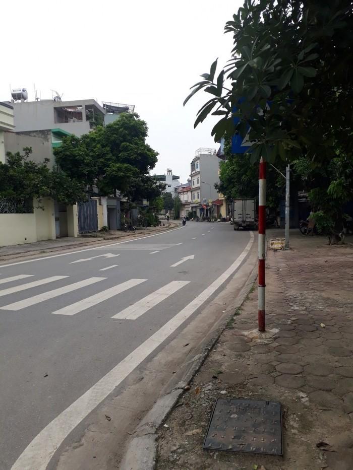 Bán đất tổ 18 Đức Giang 70m ngõ thông ô tô đỗ cửa.