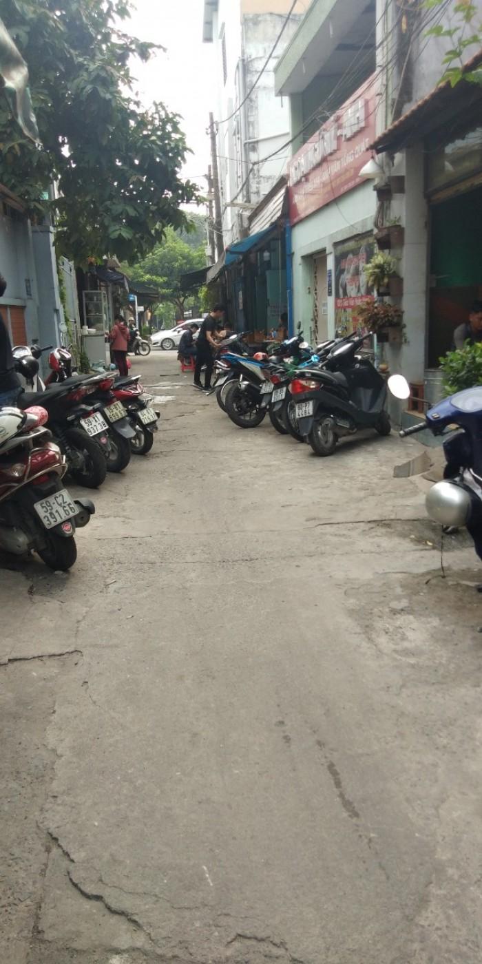 Bán nhà  3 lầu  gần chợ kiến thiết Hiệp Phú quận 9