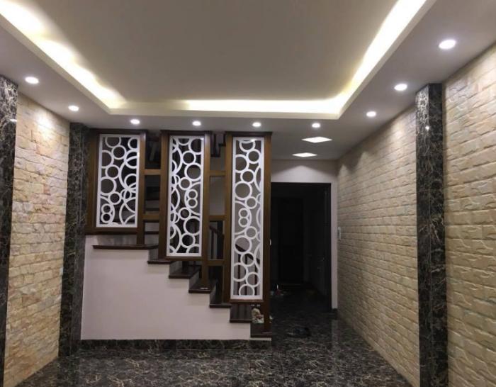 Bán nhà vừa hoàn thiện, Phân lô Cán bộ Nguyễn Chí Thanh. Gara ô tô, 5 tầng