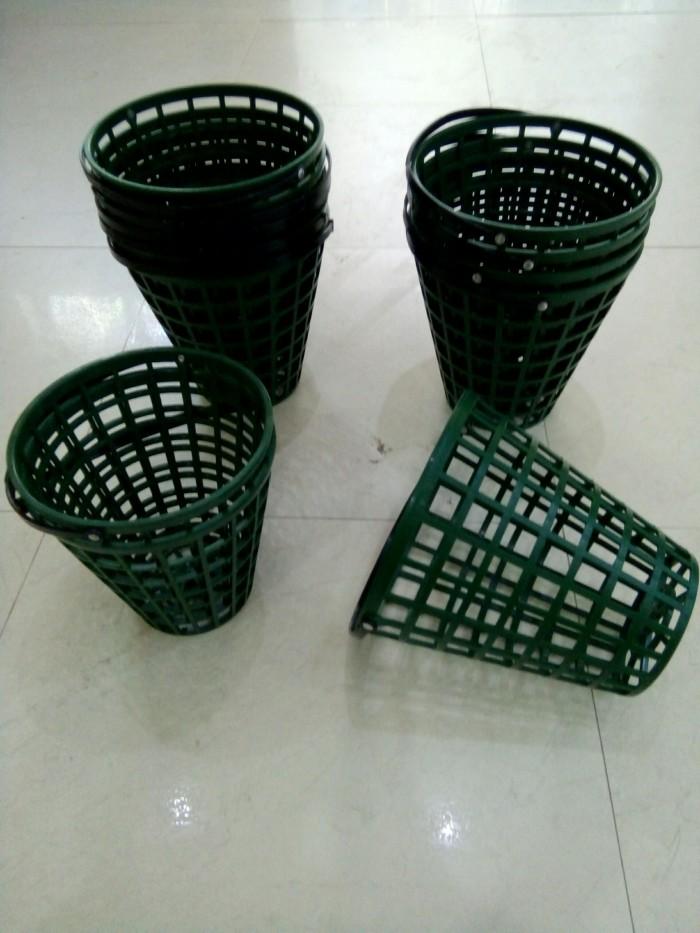 Rổ golf nhựa màu xanh đựng 50 banh0
