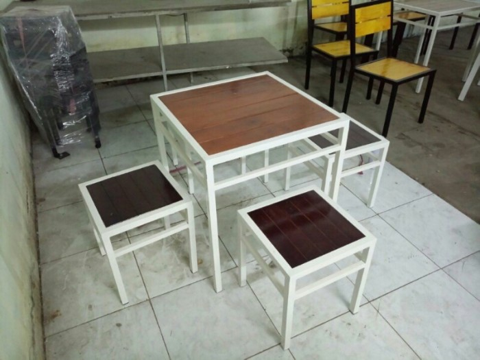 tbàn ghế gổ xiếp quán nhâu  giá rẻ tại xưởng sản xuất HGH 000190