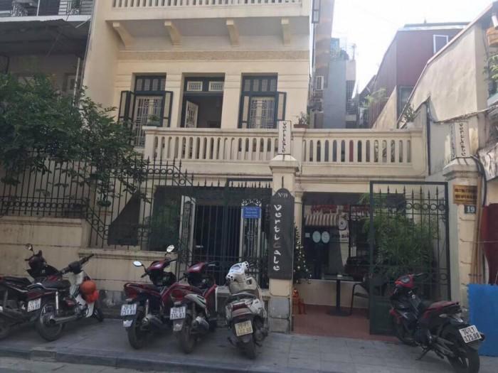 Cho thuê nhà 19 Ngô Văn Sở,Hoàn Kiếm  200m2,  3 tầng, mặt tiền 10m,  114tr . Nhà hàng, Showroom cao cấp.