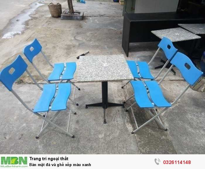 Bàn mặt đá và ghế xếp màu xanh0