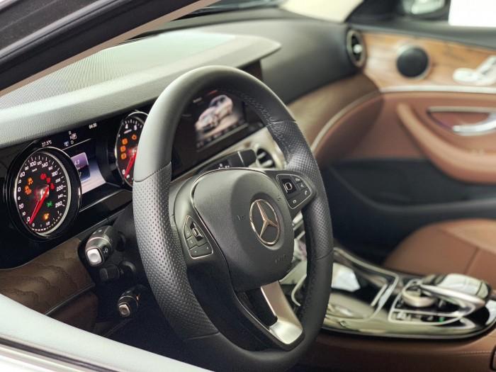 Bán Mercedes-Benz E200 giao ngay trong ngay 7