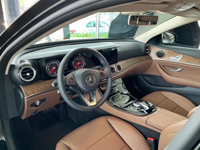 Bán Mercedes-Benz E200 giao ngay trong ngay 5