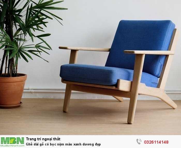 Ghế dài gỗ có bọc nệm màu xanh dương đẹp