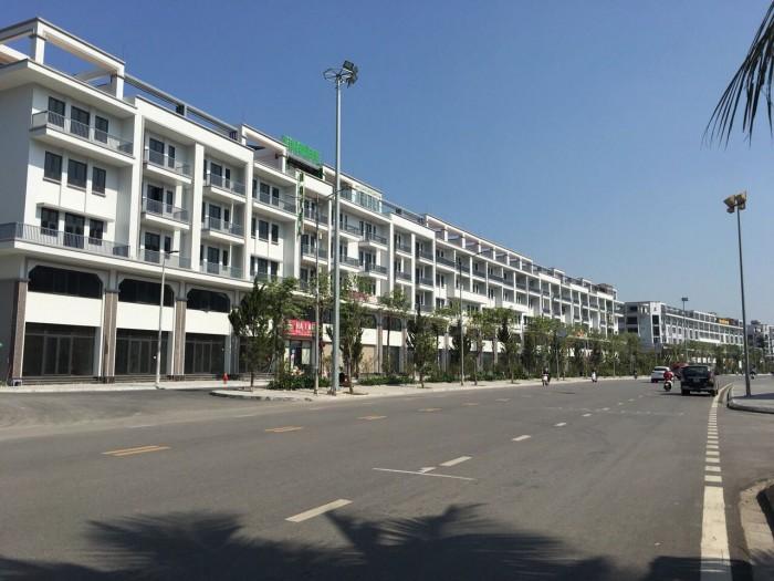Bán gấp căn nhà phố monbay mặt quảng trường