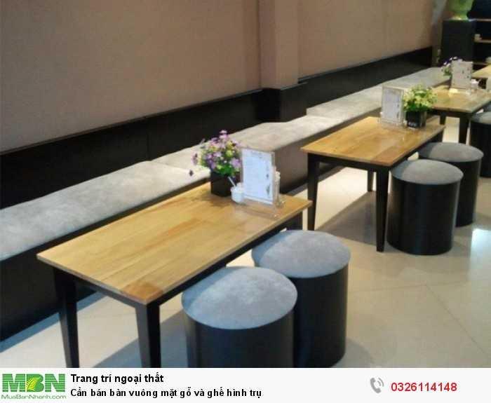 Cần bán bàn vuông mặt gỗ và ghế hình trụ