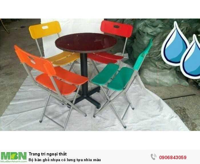 Bộ bàn ghế nhựa có lưng tựa nhìu màu0