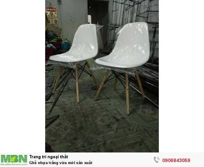 Ghế nhựa trắng vừa mới sản xuất0