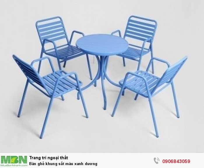 Bàn ghế khung sắt màu xanh dương0