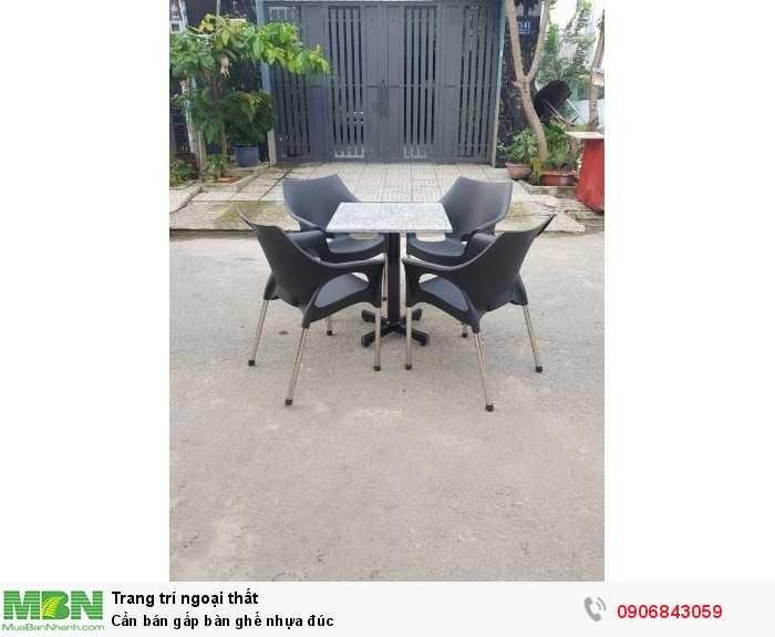 Cần bán gấp bàn ghế nhựa đúc 0