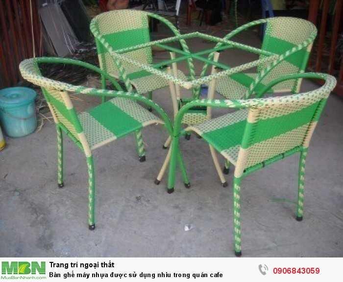 Bàn ghế mây nhựa được sử dụng nhiu trong quán cafe0