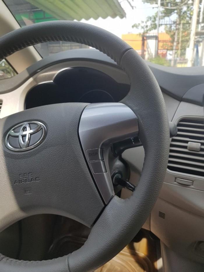Cần bán xe Toyota Innova 2.0g tự động 2016 màu vàng cát