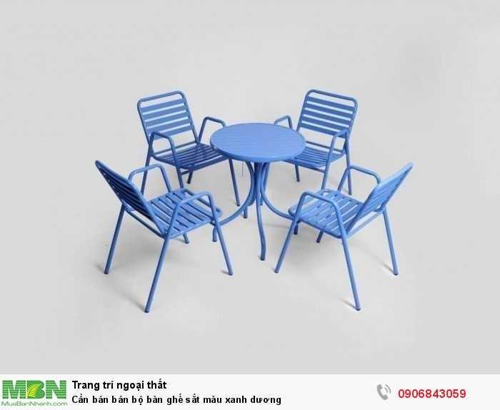 Cần bán bán bộ bàn ghế sắt màu xanh dương0