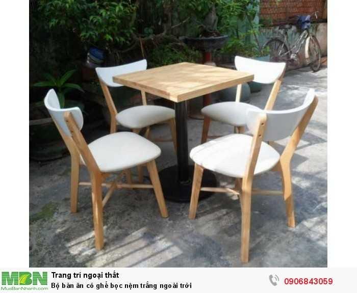 Bộ bàn ăn có ghế bọc nệm trắng ngoài trời0
