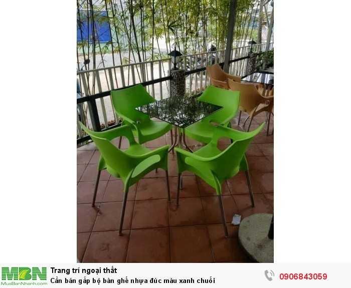 Cần bán gấp bộ bàn ghế nhựa đúc màu xanh chuối0
