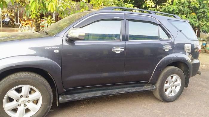 Bán gấp Toyota Fortuner 2009 số tự động. Xe màu xám chì