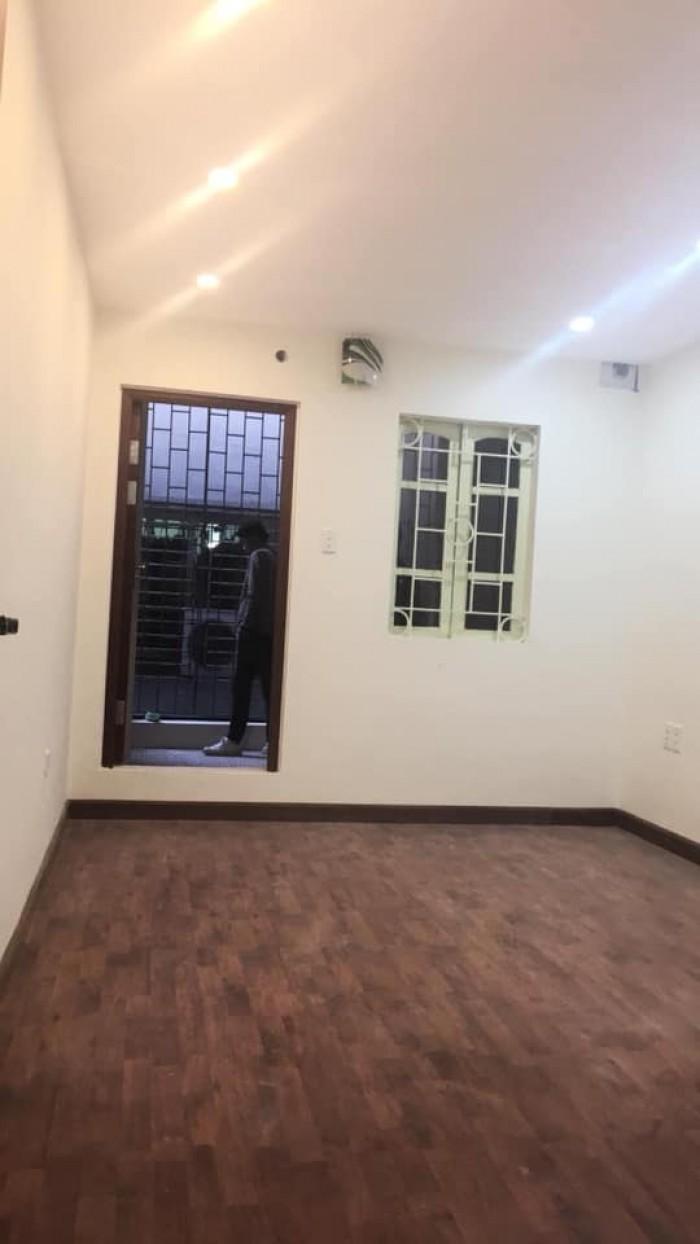 Bán Nhà phố Hoàng Quốc Việt Quận Cầu Giấy S=35m2, 5 tầng Giá 3.05 TỶ