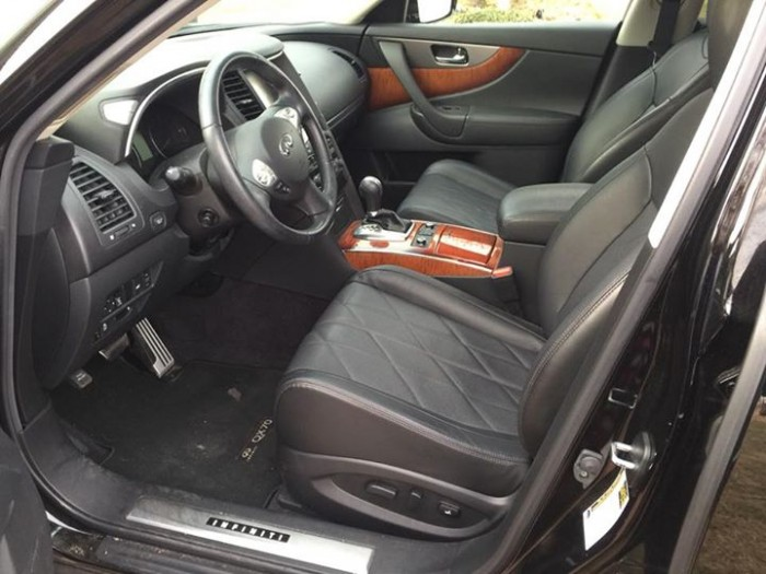 Cần bán INFINITI QX70 2016 màu đen vip, xe doanh nhân