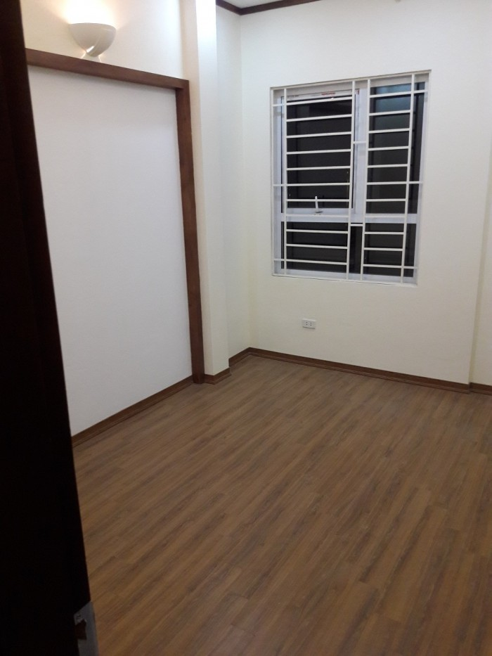 Nhà mới 5 tầng chất lượng cao Gia Thụy, Lâm Du, Long Biên ngõ ô tô 33m2