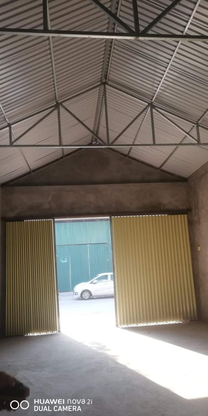 Cho thuê kho xưởng 135m2 đường rộng 6m gần cầu Vĩnh Tuy, Long Biên, Đẹp!
