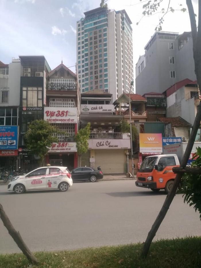 Cho thuê  nhà MP 383 Trường Chinh, Thanh Xuân:  110tr/th,  210m2, mt  8m. Mọi mô hình sạch sẽ.