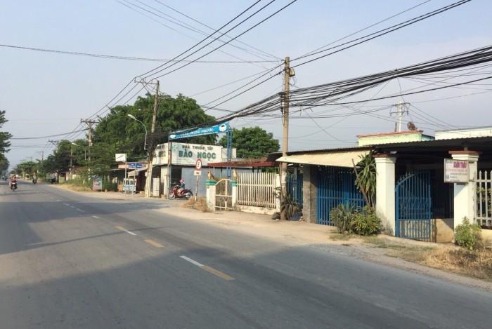 Để lại gấp nền 5x22 sau lưng chợ Tân Phú Trung.