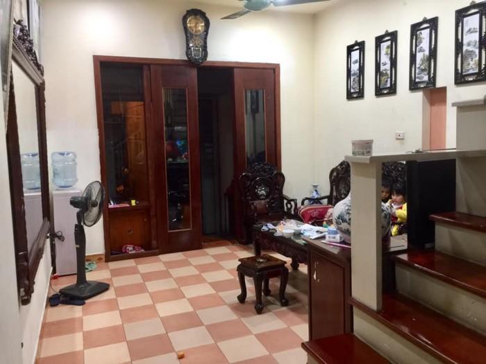 Nhà ngõ 38 Xuân La 43mX5t. MT 3,8m