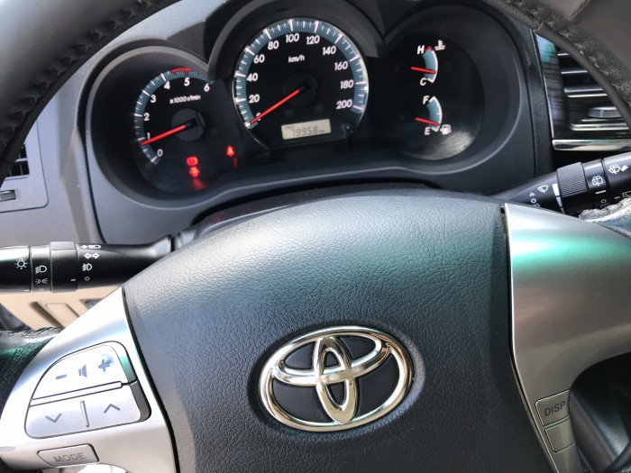 Bán Toyota Fortuner G 2.5MT màu bạc số sàn máy dầu sản xuất 2016 chạy 79000km