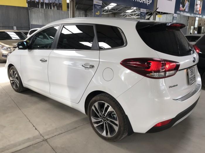 Bán Kia Rondo GAT 2.0AT màu trắng máy xăng số tự động sản xuất 2018 đi 2000km mới cứng 7