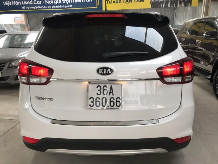Bán Kia Rondo GAT 2.0AT màu trắng máy xăng số tự động sản xuất 2018 đi 2000km mới cứng 6