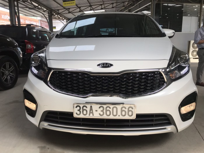 Bán Kia Rondo GAT 2.0AT màu trắng máy xăng số tự động sản xuất 2018 đi 2000km mới cứng 0