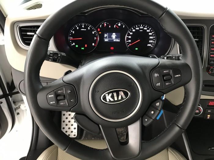 Bán Kia Rondo GAT 2.0AT màu trắng máy xăng số tự động sản xuất 2018 đi 2000km mới cứng 4