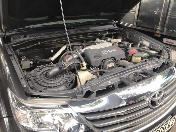 Toyota Fortuner máy dầu đời 2013 màu xám titan