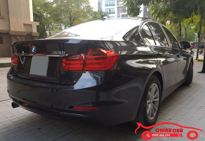 Bán BMW 320i 2.0L màu đen, model 2013, xe mua mới từ đầu
