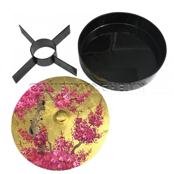 Hộp Mứt Sơn Mài Tròn Φ30cm - Vẽ hoa đào Tím & nền Vàng  - Φ30cm, Cao 7cm (Bao gồm cả phần nắp hộp). Giá : 530.000₫