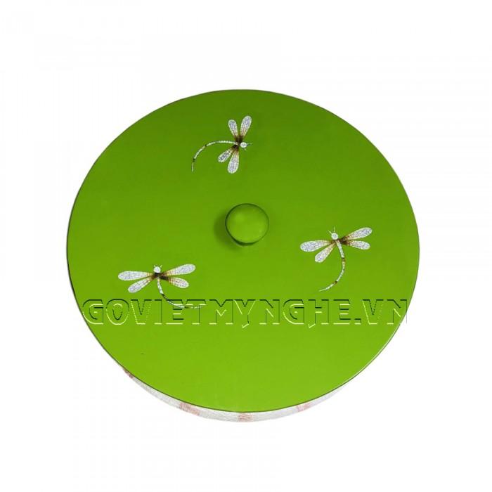 Hộp Mứt Sơn Mài Tròn Φ30cm - Cẩn Chuồn Chuồn & nền xanh lá  - Φ30cm, Cao 7cm (Bao gồm cả phần nắp hộp). Giá : 530.000₫