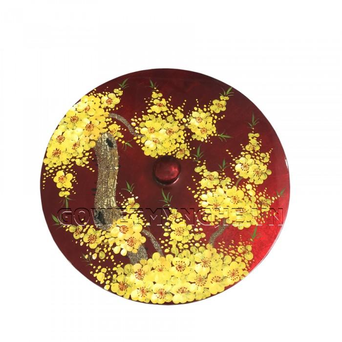 Hộp Mứt Sơn Mài Tròn Φ30cm - Vẽ hoa mai vàng & nền đỏ  - Φ30cm, Cao 7cm (Bao gồm cả phần nắp hộp). Giá : 530.000₫