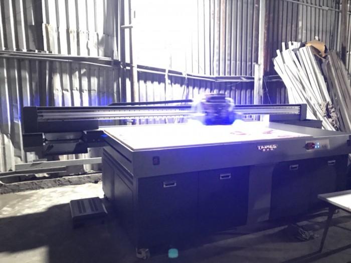Máy in 3D UV sử dụng để in trên các loại tấm tủ nhựa PVC, tấm PC, PP, HDPE, ABS,...