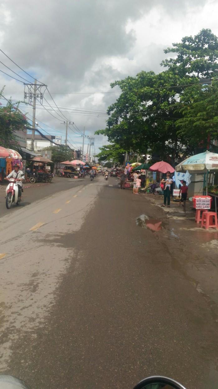Bán đất gần chợ Hưng Long 300 mét , gần cổng khu công nghiệp 400 mét giá rẻ hơn thị trường hơn cả tỷ