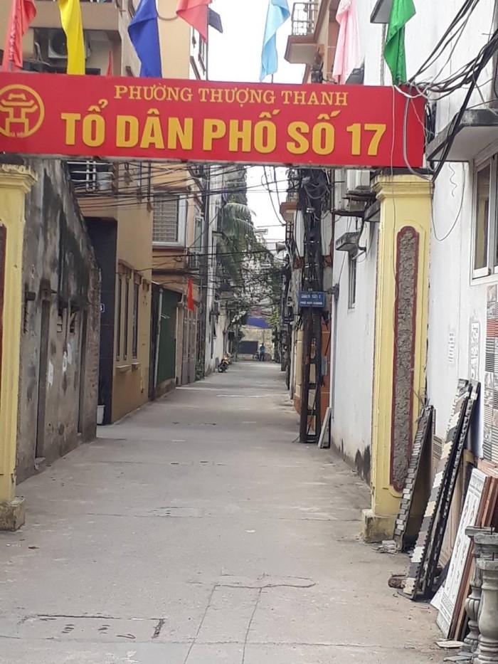 Bán nhà KTT Z133 tổ 17 Thượng Thanh hướng Đông Bắc ô tô đỗ cổng