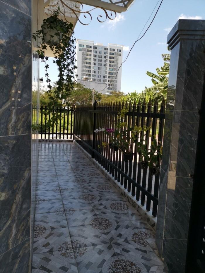 Căn góc 2 mặt tiền hẻm 2329 Huỳnh Tấn Phát, Thị trấn Nhà Bè, trệt 2 lầu, sân thượng, tặng nội thất