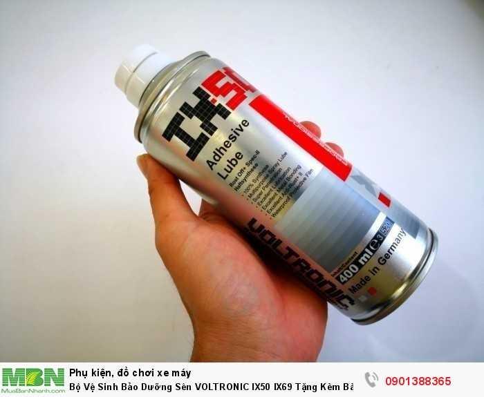 Xịt dưỡng sên VOLTRONIC IX50 (400ml) được sản xuất trên dầu gốc Ester chất lượng cao cấp, có khả năng bám dính và bôi trơn vào các mắc sên dễ dàng.
