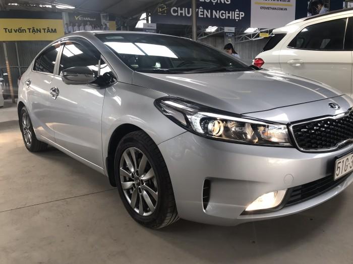 Bán Kia Cerato 1.6MT màu bạc số sàn sản xuất 2017 biển Sài Gòn đi 21000km bản đủ