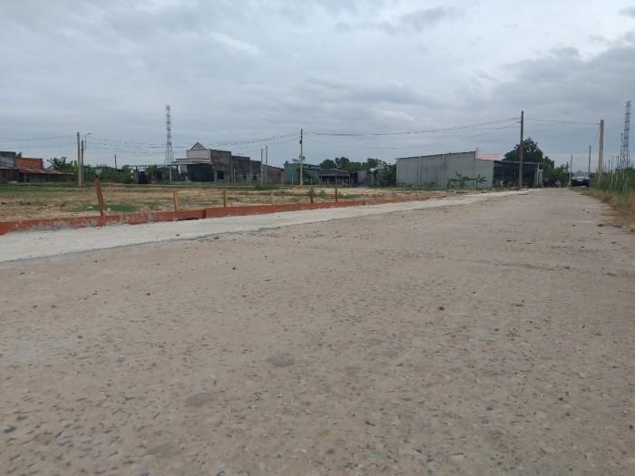 Sở hữu miếng đất thổ cư vị trí đẹp. cách ql22 150m. nằm ngay trung tâm xã. diện tích 140m2.SHR